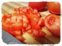 חותכים עגבניות לחצילים